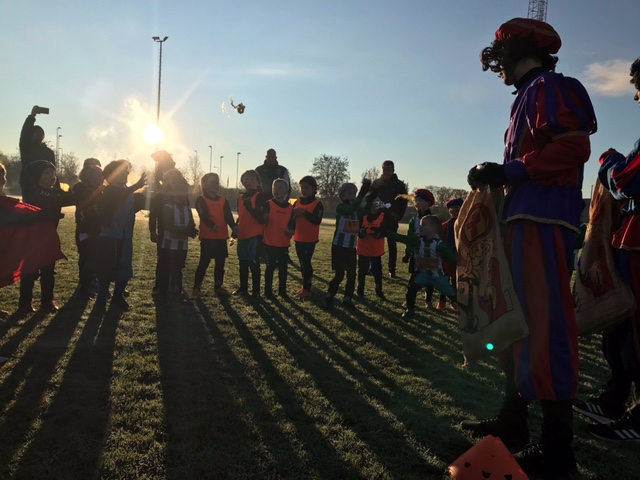 Piet Kovidio en Piet Faizer verstoren JO7 wedstrijden 1